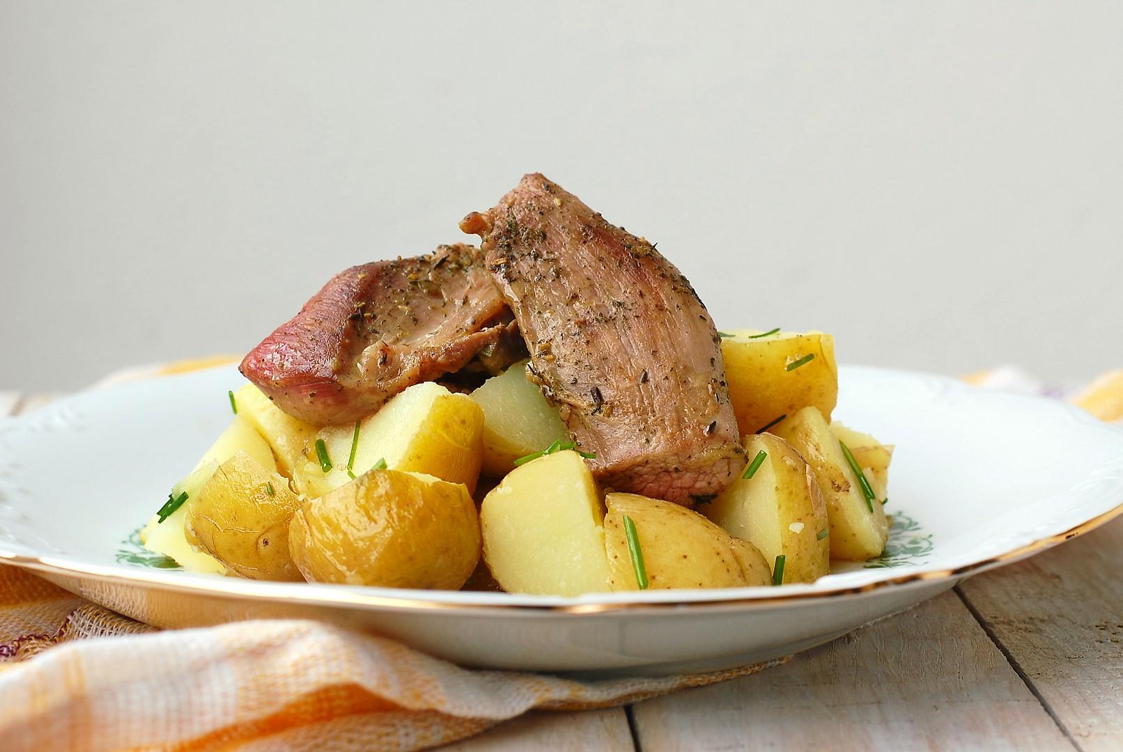 Krůtí stehna s provensálským kořením a pažitkovými brambory ...