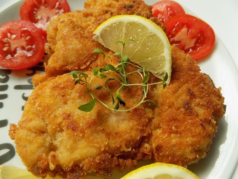 Kuřecí řízek s hořčicí, obalený v česnekové strouhance recept ...