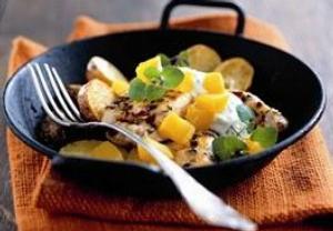 Kuřecí prsa s bramborami, dýní a bylinkovým jogurtem