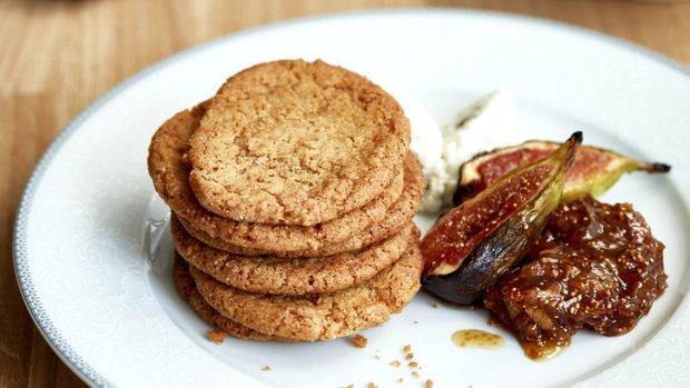 Křehké sušenky s fíkovým chutney