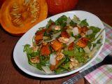 Salát z pečené dýně s rukolou a ořechy recept