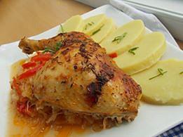 Kuřecí stehna na uzené paprice, zelí a kapiích recept