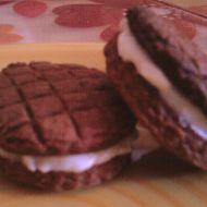Čokoládové sušenky s kokosovým krémem recept