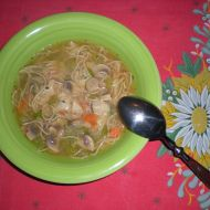 Čínská kuřecí polévka se zeleninou a nudlemi recept