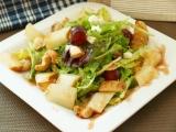 Listový salát s pečenou hruškou recept