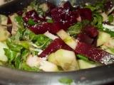 Salát z polničku, řepy, okurky a křenu recept