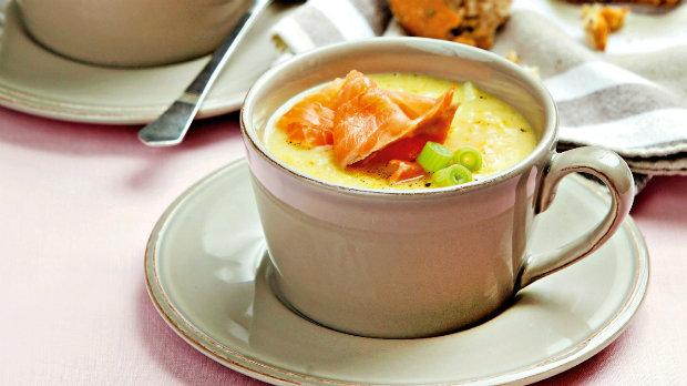 Květáková polévka s lososem
