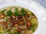 Polévka z vepřových kostí s rýží a houbami recept