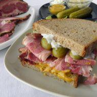 Domácí pastrami v sendviči recept