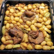 Voňavé brambory se šťavnatou krkovičkou recept