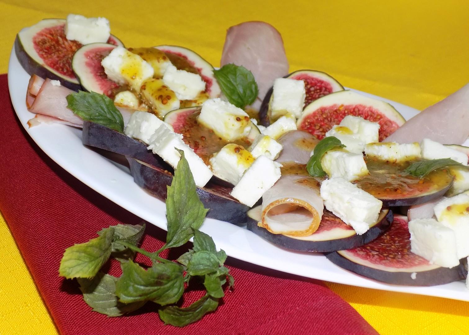 Salát z čerstvých fíků s ovčím sýrem recept