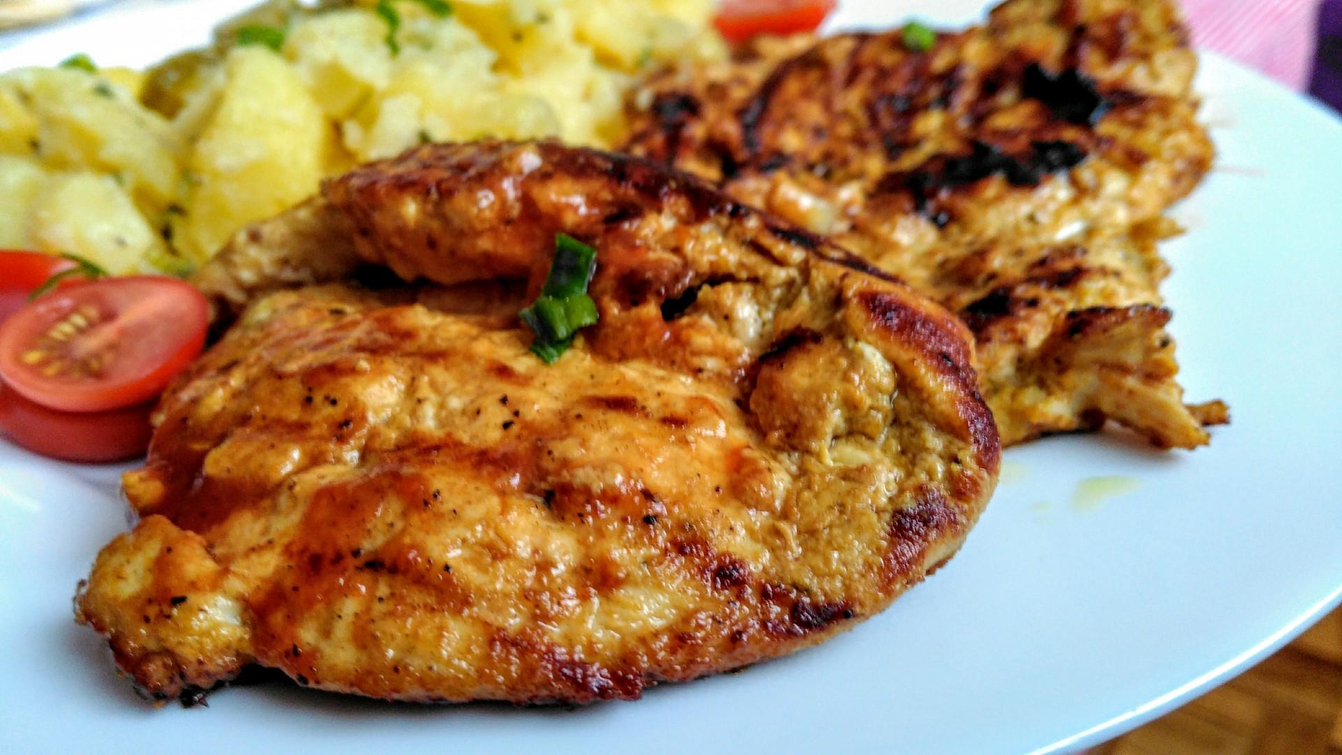Pikantní grilovaná kuřecí prsa se zázvorovou marinádou a ...
