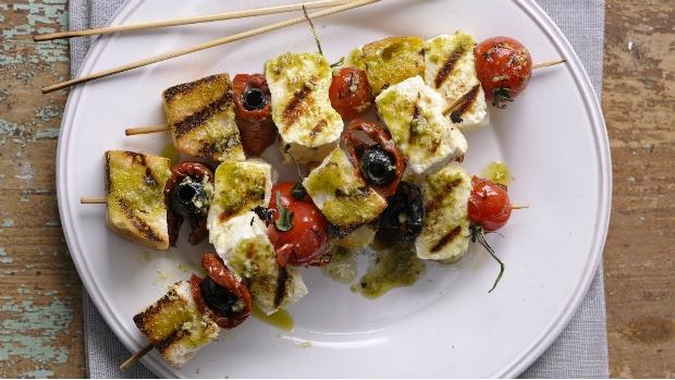 Vegetariánský kebab s feta sýrem a rajčátky