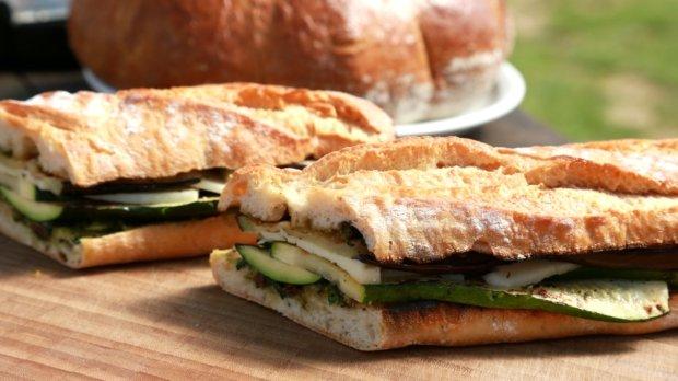 Bageta s grilovanou zeleninou a sýrem Provolone