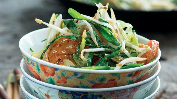 Krevety s česnekem a sójovými klíčky