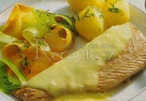 Mořský pstruh s jemnou sýrovou omáčkou