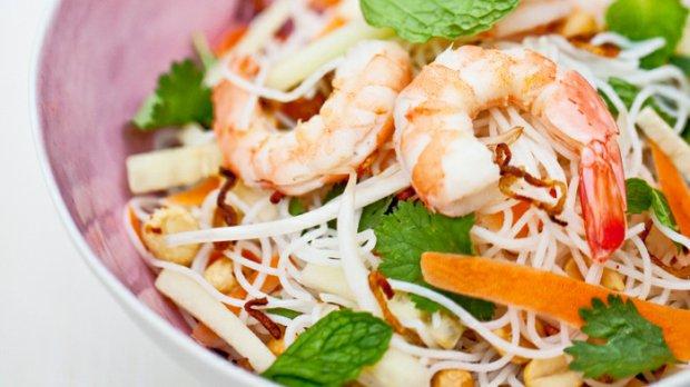 Vietnamský nudlový salát aneb rozbalené summer rolls
