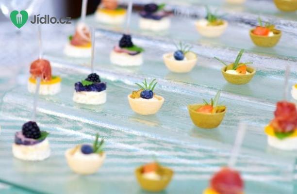 Recept Sýrové chuťovky s ovocem a bylinkami