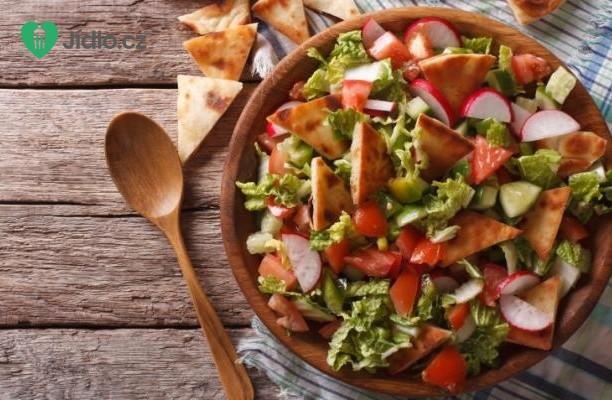 Recept Sezónní zeleninový salát s pita chlebem