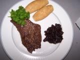 Hovězí steak s šalotkou na červeném víňě recept