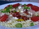 Těstoviny s tuňákem a sýrem cottage recept