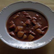Bramborový guláš s buřty recept