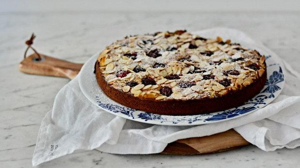Mandlový koláč s malinami