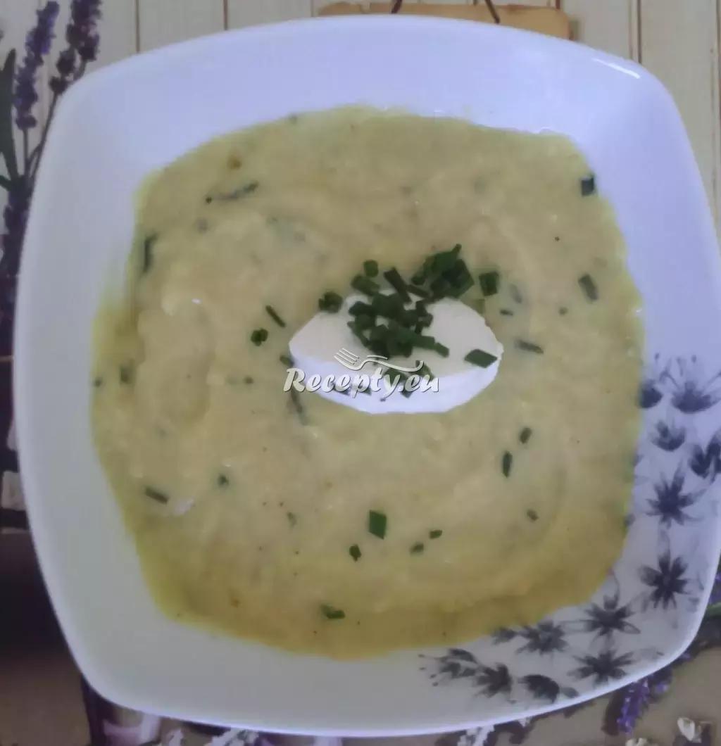 Chlebová polévka se zeleninou recept  vaříme z toho co nám doma ...