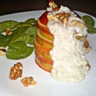 Jablkovo-hruškový salát s jogurtovo-nivovým krémem a špenátem ...