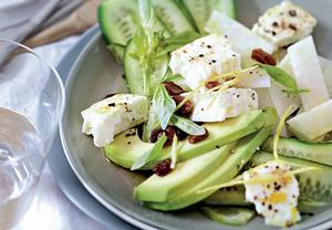 Okurkovo-avokádový salát