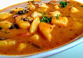 Buřtguláš s houbami recept