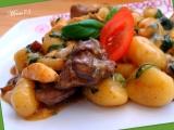 Gnocchi s kuřecími játry, prsíčky a špenátem recept