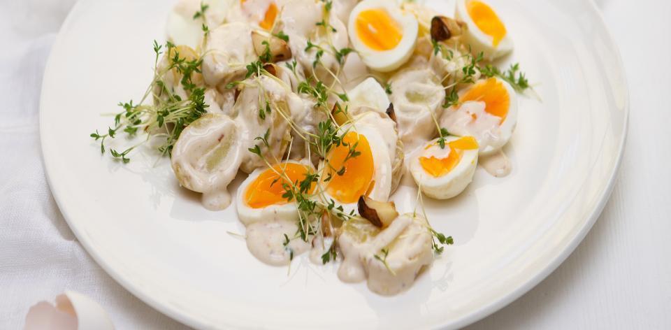 Bramborový salát s ančovičkovým dresinkem a vejci