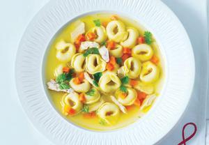 Kuřecí polévka s těstovinami