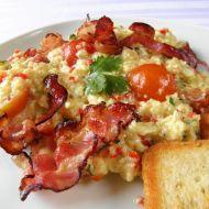 Pikantní míchaná vejce se slaninou recept