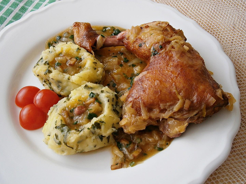 Uzené kuřecí čtvrtky na cibuli recept