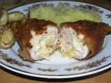 Obalovaný kuřecí závitek se šunkou a sýrem recept