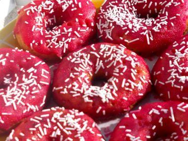 Donuty ze strojku s cukrovou polevou