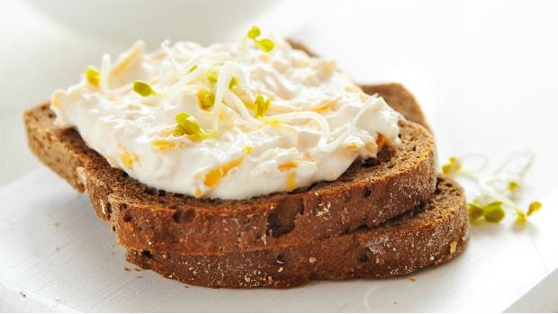 Pomazánka se sýrem a česnekem