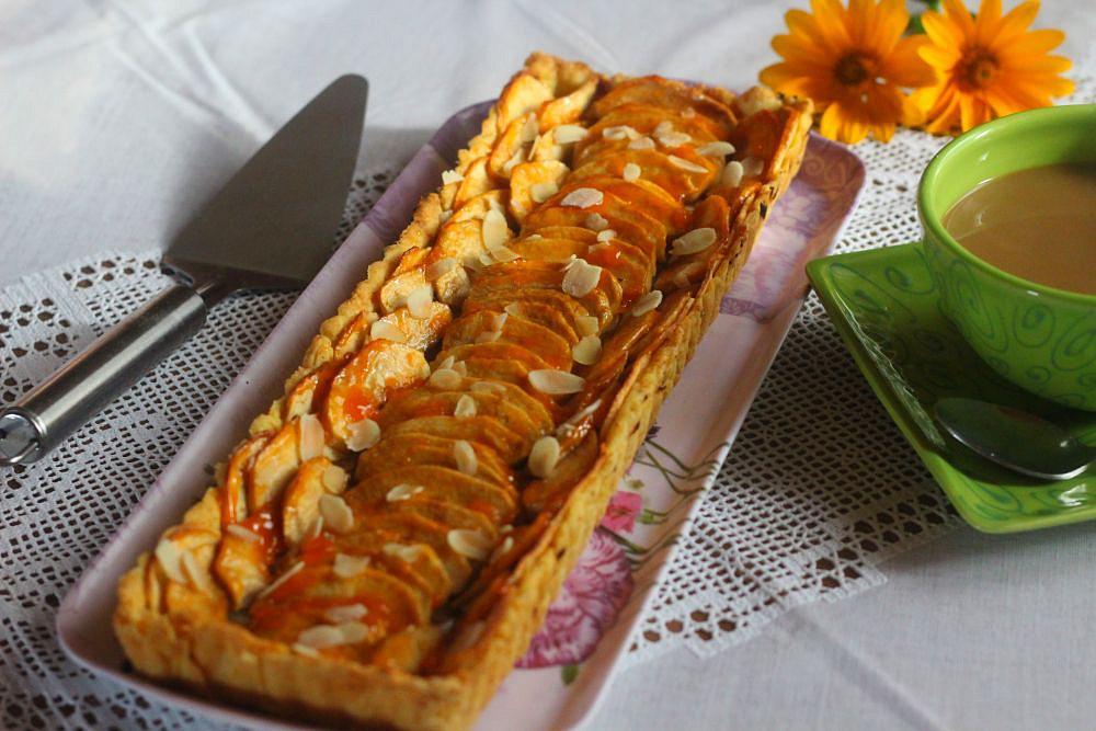 Jablečný koláč s marcipánem a mandlemi recept