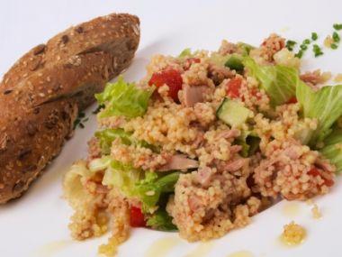 Salát s kuskusem z tuňáka