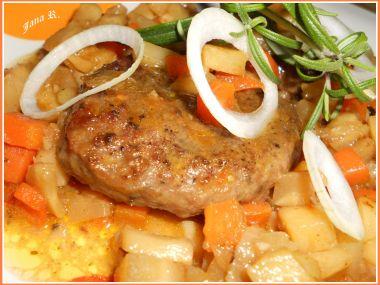 Steak z mletého jeleního masa se zeleninou