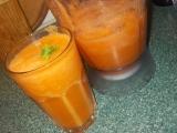 Zdravý koktejl z mrkví, řapíkatého celeru, zázvoru a citronu recept ...