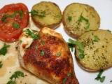 Kuře pečené se sýrem a novými bramborami recept