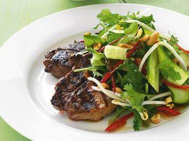 Jelení salát s brusinkami a marinádou