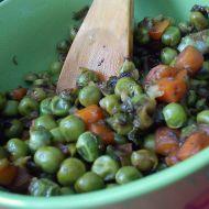 Dušený hrášek s mrkví a bylinkami recept