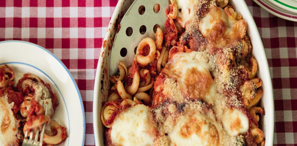 Zapečené těstoviny s rajčaty a mozzarellou