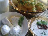 Nové brambory s česnekovým máslem a bylinkovým dipem. recept ...