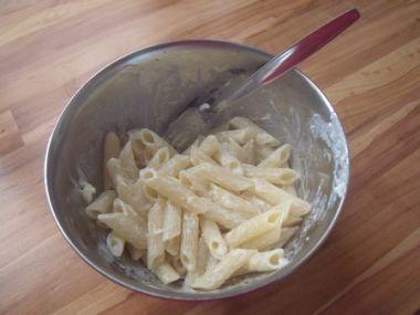 Nudle se sýry a česnekem