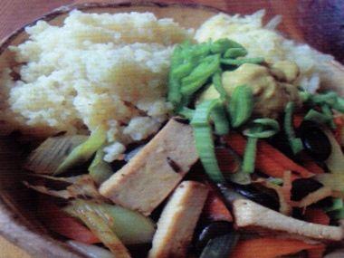 Mrkev a pórek na zázvoru s uzeným tofu, jáhly jako příloha